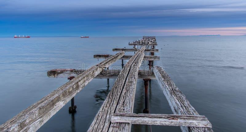 智利蓬塔阿雷纳斯洛雷托码头桥 免版税图库摄影
