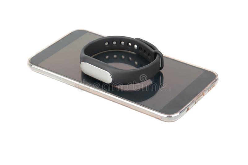 智能手机和健身镯子 免版税库存照片