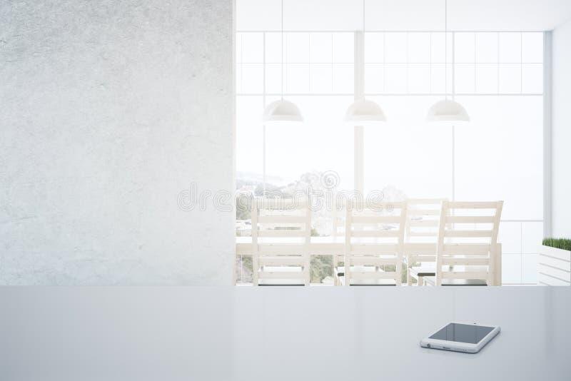智能手机在厨房里 免版税图库摄影