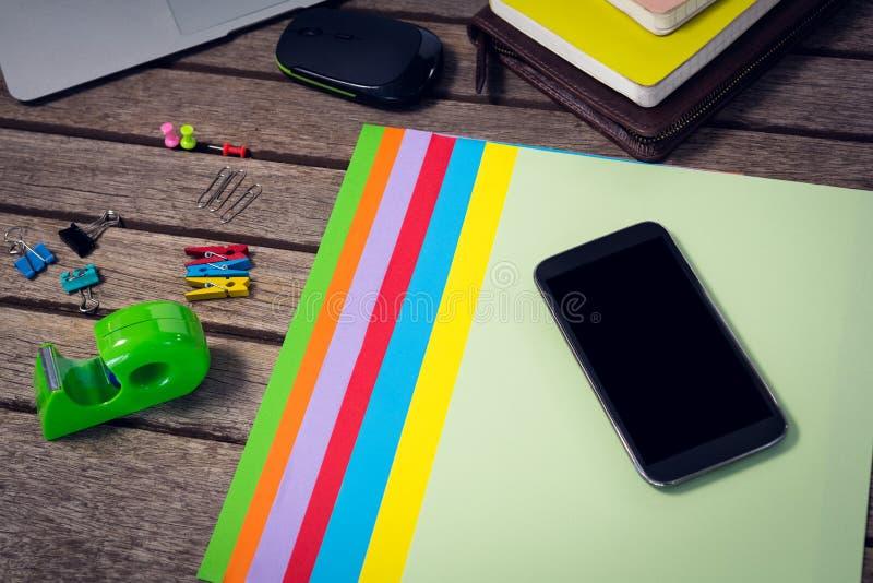 智能手机大角度看法在文件的与办公用品 免版税图库摄影
