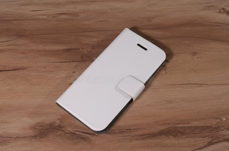 Download 智能手机的盒在木背景 库存例证 - 图片: 94208844