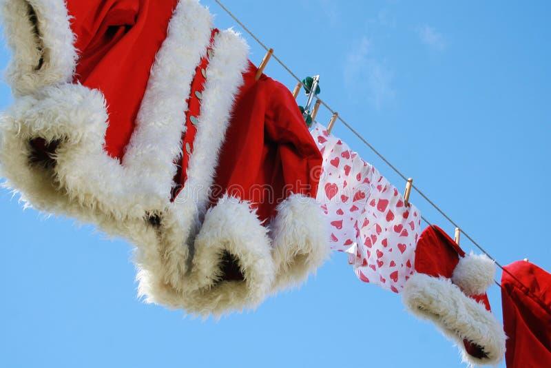 晾衣绳圣诞老人 免版税库存照片