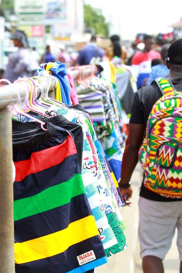 暂时销售在阿克拉中间折磨,加纳街道  免版税库存图片