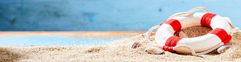 暑假和热带海滩横幅 库存图片