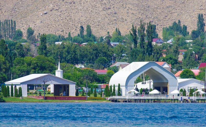 暑假在Issyk-Kul湖附近的吉尔吉斯斯坦 免版税库存照片