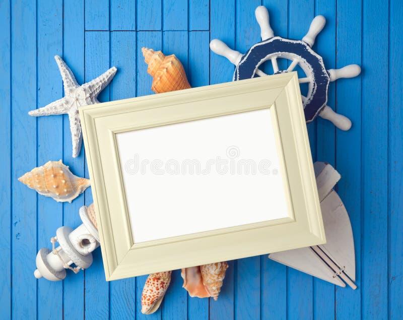 暑假海报模板的框架嘲笑与装饰 免版税库存照片