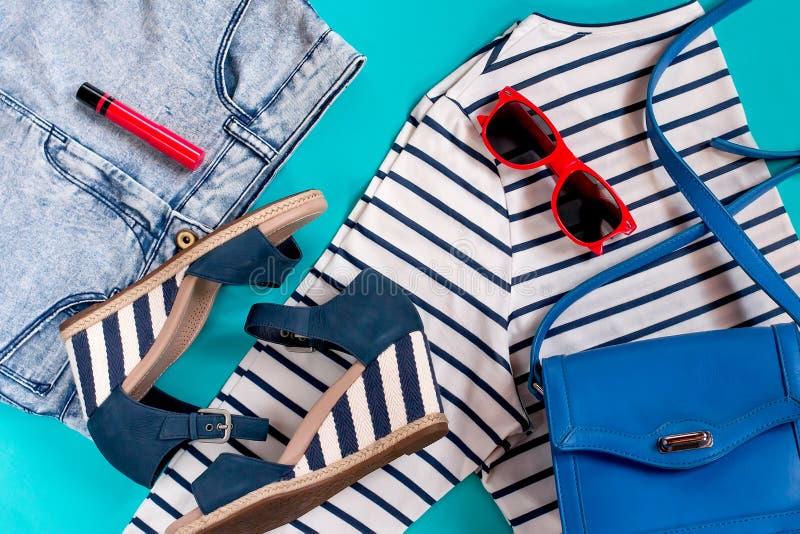 暑假海给汇集,顶视图穿衣 免版税库存图片