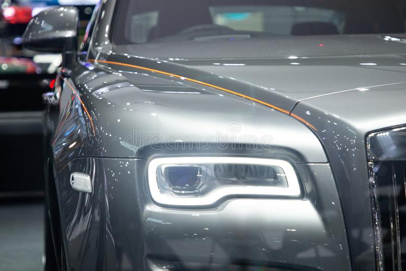 暖武里,泰国- 2018年12月6日:劳斯莱斯汽车现代设计车灯,在汽车展示会的汽车 库存照片