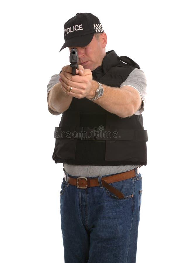 暗中进行武装的警察 免版税库存图片