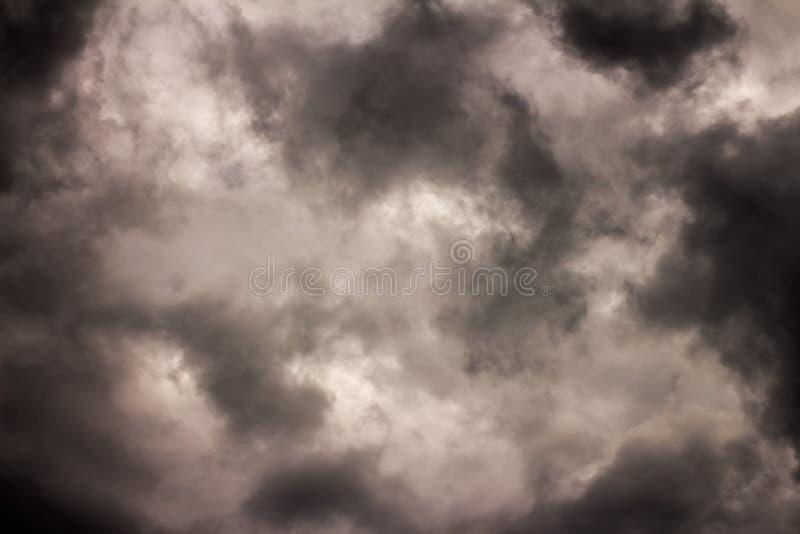 黑暗的云彩-大风暴 免版税库存照片