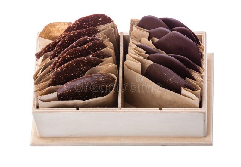黑暗的巧克力片断在单独包装的 库存照片
