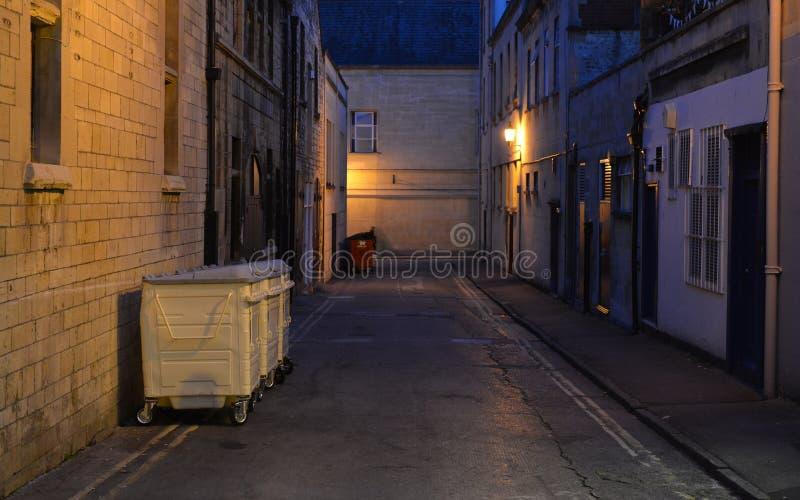 黑暗的巷道背景 免版税库存图片