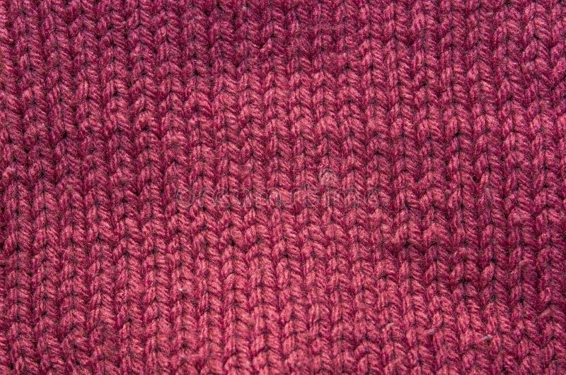 黑暗的桃红色被编织的织品纹理  免版税库存照片