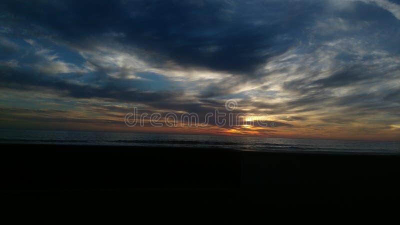 黑暗的海滩 免版税图库摄影