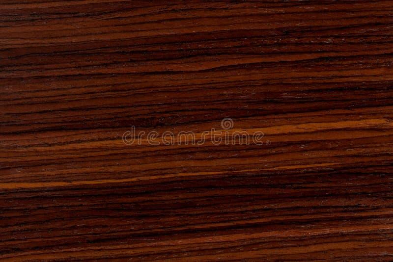 黑暗的红木背景,与样式的自然木纹理 库存图片