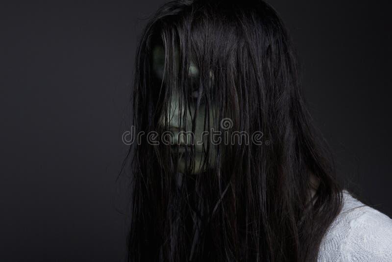 黑暗的邪魔女孩 免版税库存照片