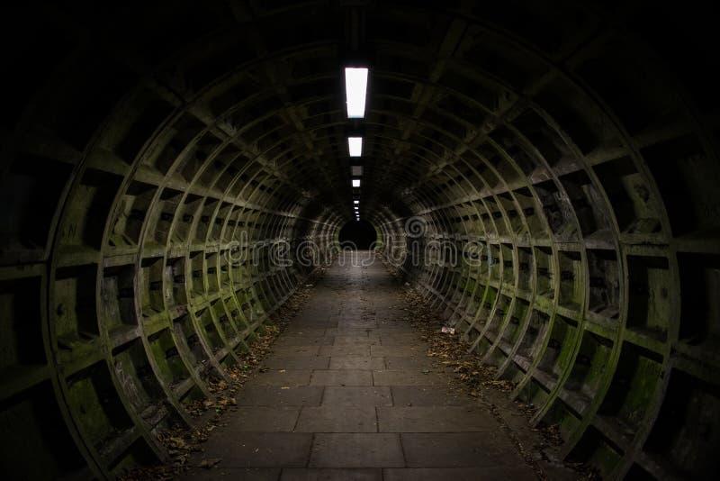 黑暗的隧道 免版税库存照片