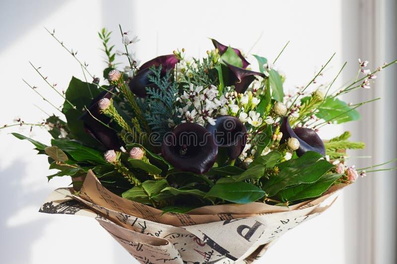 黑暗的贵族cal花束有结霜的花的 花卉 库存照片
