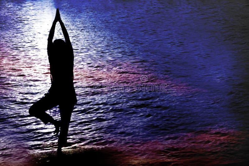 暮色瑜伽 图库摄影