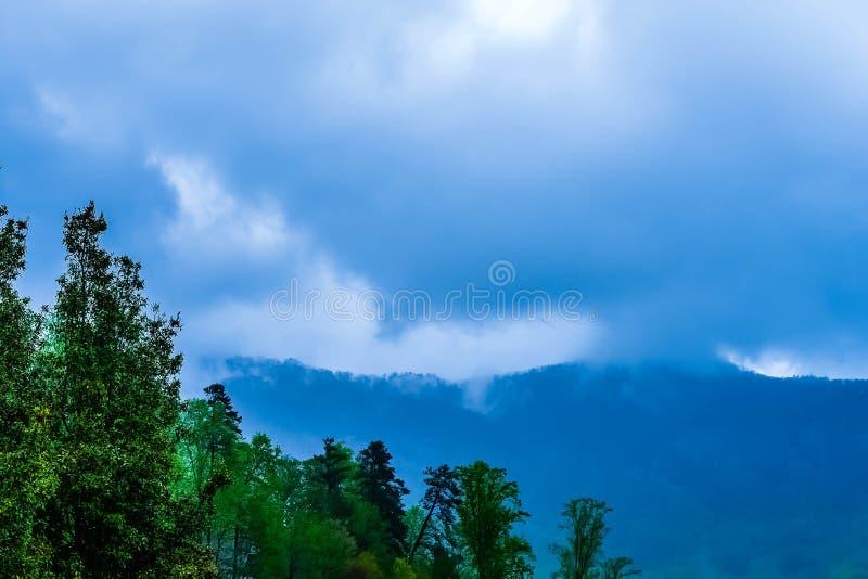 暴风云在蓝岭山脉 库存照片