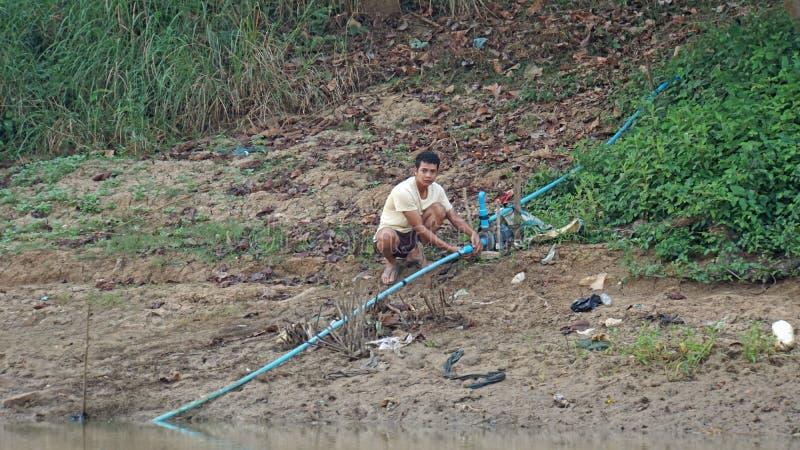 暹粒, Tonle Sap河,柬埔寨- 2018年3月:在Tonle Sap河的恶劣的Fishermans生活 免版税图库摄影
