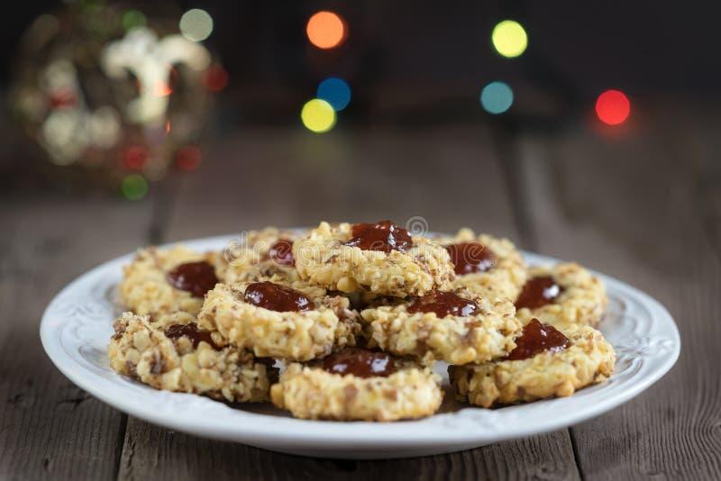 曲奇饼用在板材的果酱 免版税库存图片