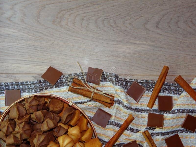 曲奇饼用巧克力和桂香 免版税库存照片
