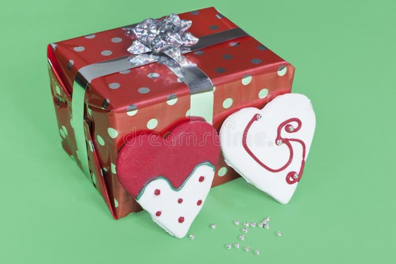 Download 曲奇饼礼品 库存照片. 图片 包括有 丝带, 欢乐, 装饰, 华伦泰, 购物, 存在, 程序包, 节假日 - 22353864