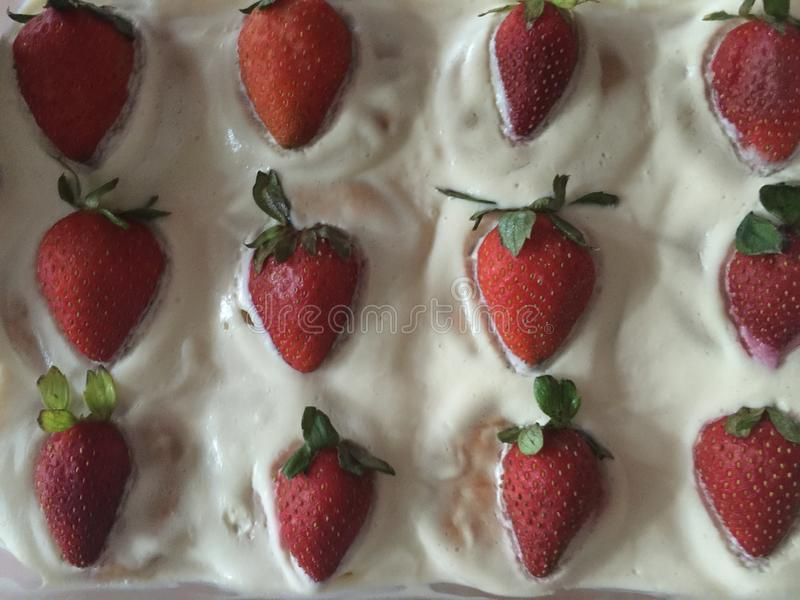 曲奇饼蛋糕用草莓 免版税库存图片