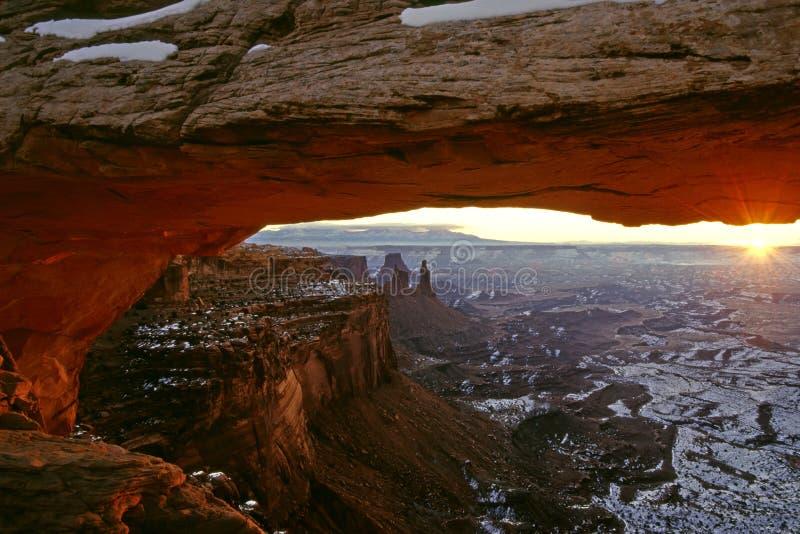 曲拱在冬天之下的mesa日出 库存图片
