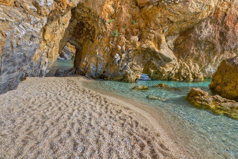 曲拱海滩mylopotamos通过pelio 库存图片