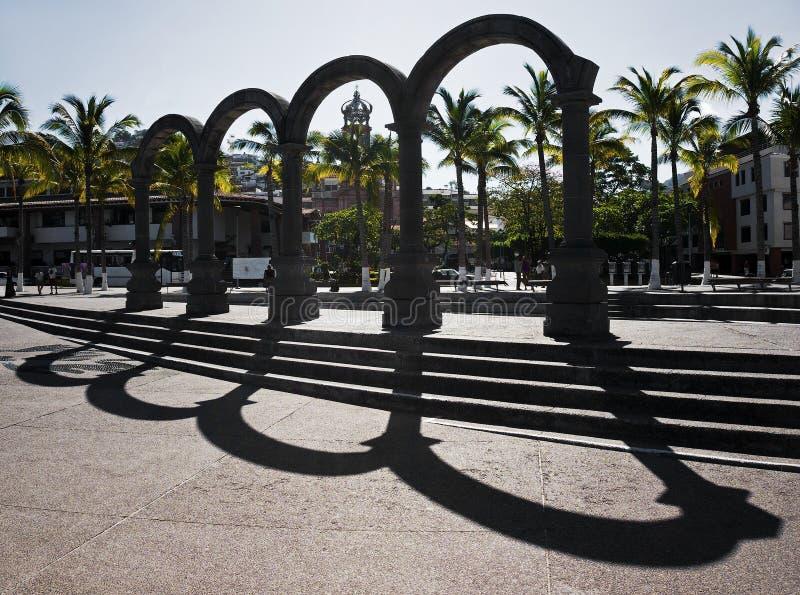 曲拱El Malecon巴亚尔塔港墨西哥 免版税图库摄影