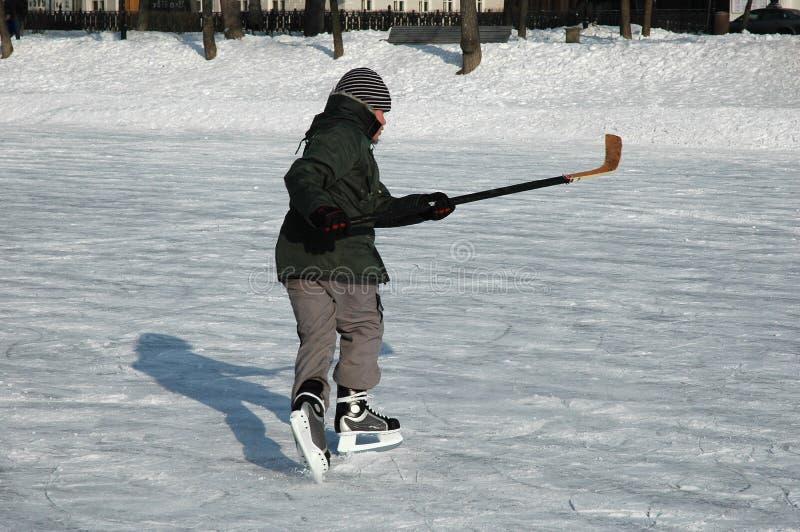 曲棍球冰球员年轻人 免版税库存图片