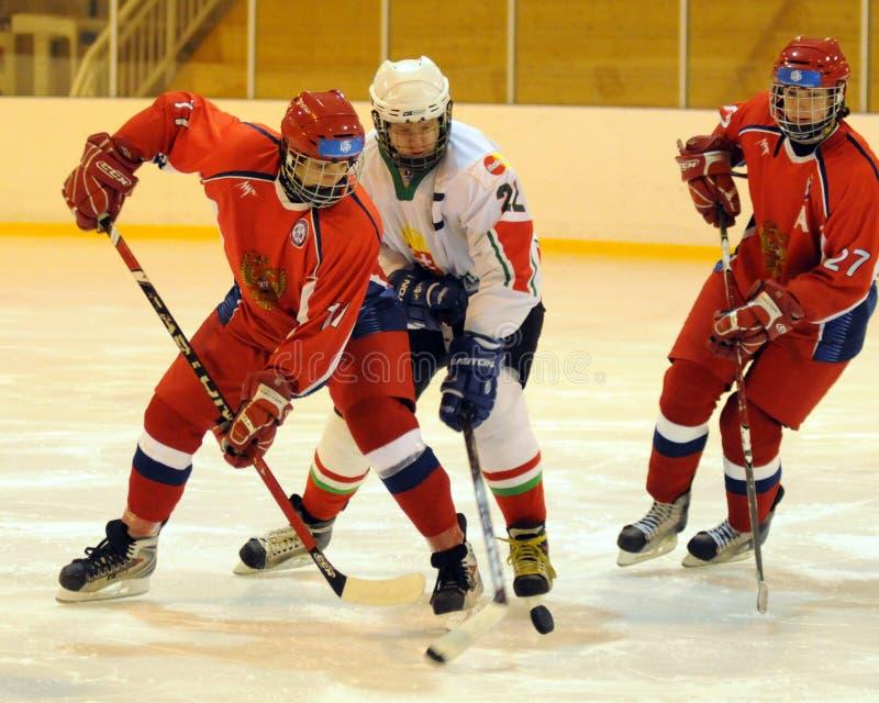 曲棍球匈牙利冰符合国家俄国青年时&# 免版税库存图片