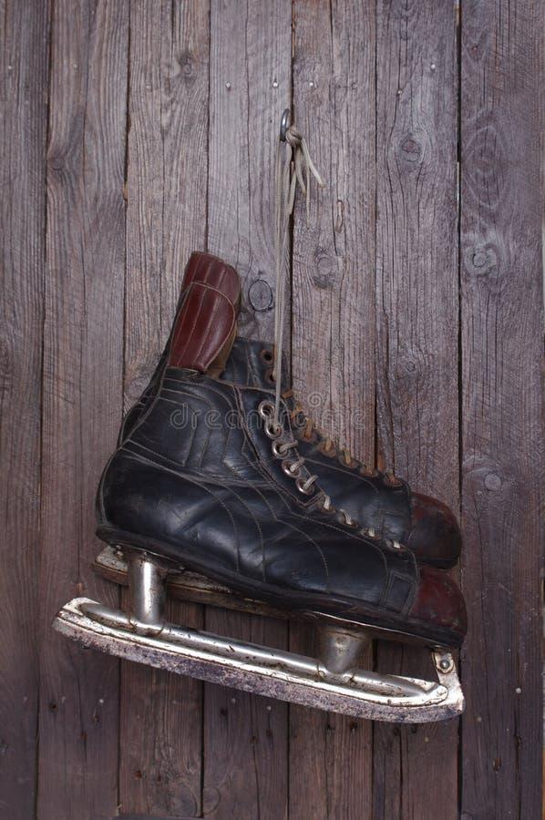 曲棍球老冰鞋 库存图片