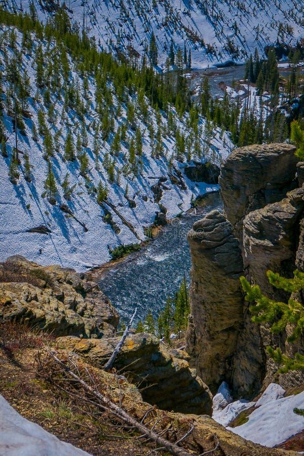 更低的秋天鸟瞰图,多数普遍的瀑布在黄石,是坐在大峡谷的头Riverat的 免版税库存图片