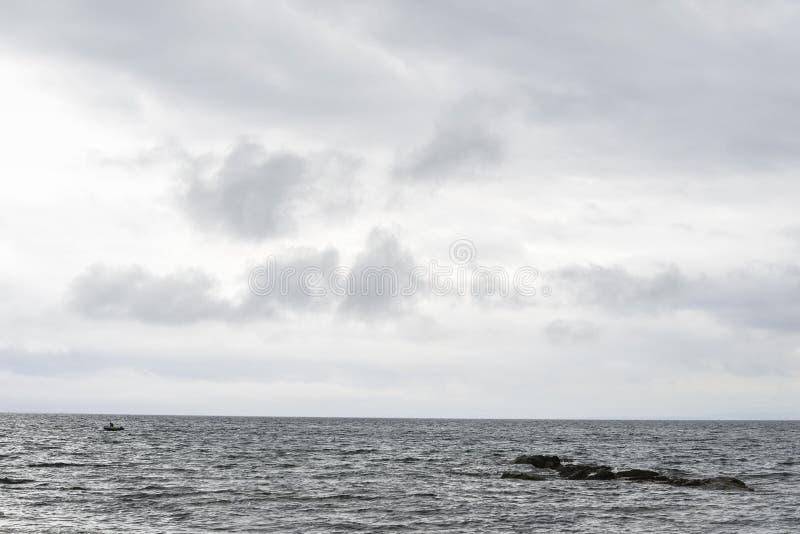 更低的缓慢岸和北海水看法  图库摄影