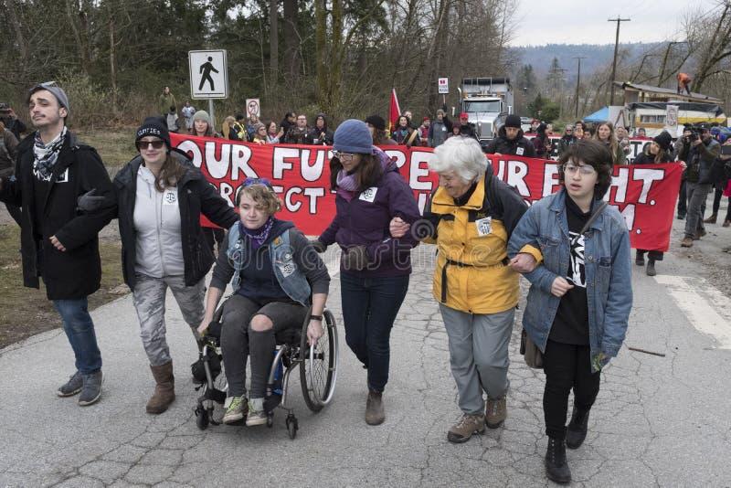 更加亲切的摩根油库的抗议者在本那比, BC 免版税库存图片