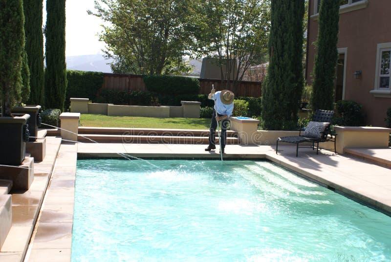 更加干净的池游泳 库存照片