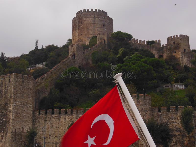 更加接近的viev从博斯普鲁斯海峡频道看见的Rumeli堡垒,伊斯坦布尔,土耳其 免版税库存图片