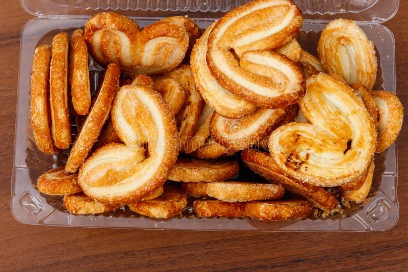 更加获奖的饼干-法国曲奇饼由油酥点心制成也叫棕榈叶、细平面海绵体或者法国心脏 库存图片