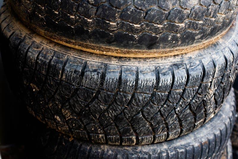 更旧的轮子 从您的汽车的轮子 库存照片