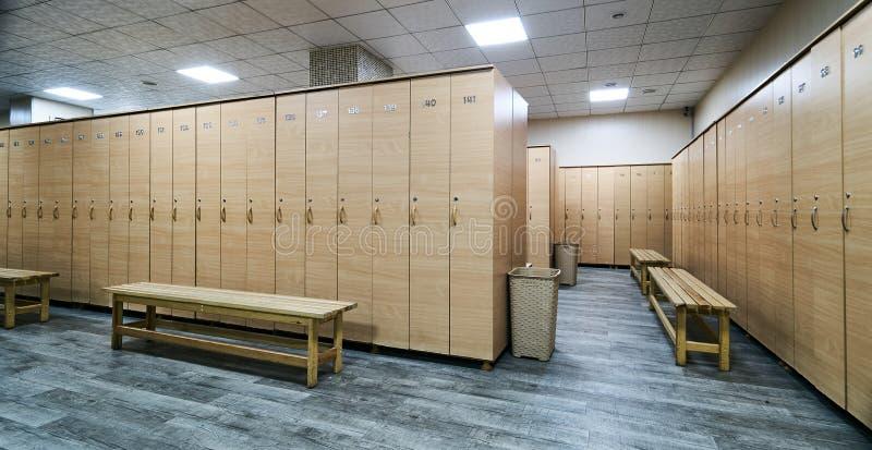 更衣室内部健身房的 库存照片