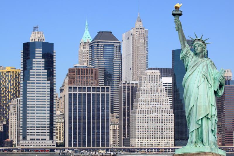 曼哈顿地平线和自由女神像 免版税库存图片