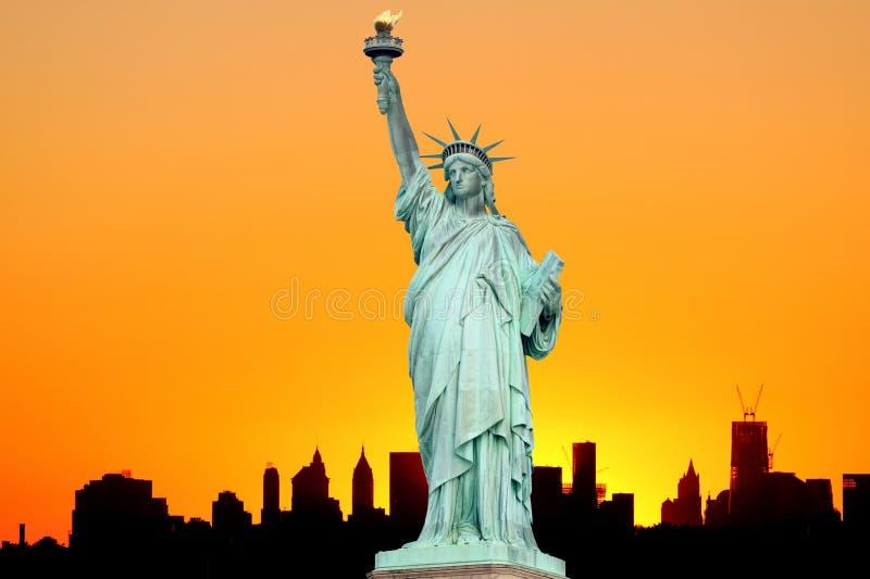 曼哈顿地平线和自由女神像 库存照片