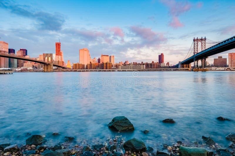 曼哈顿天际线:布鲁克林卵石滩 免版税库存图片
