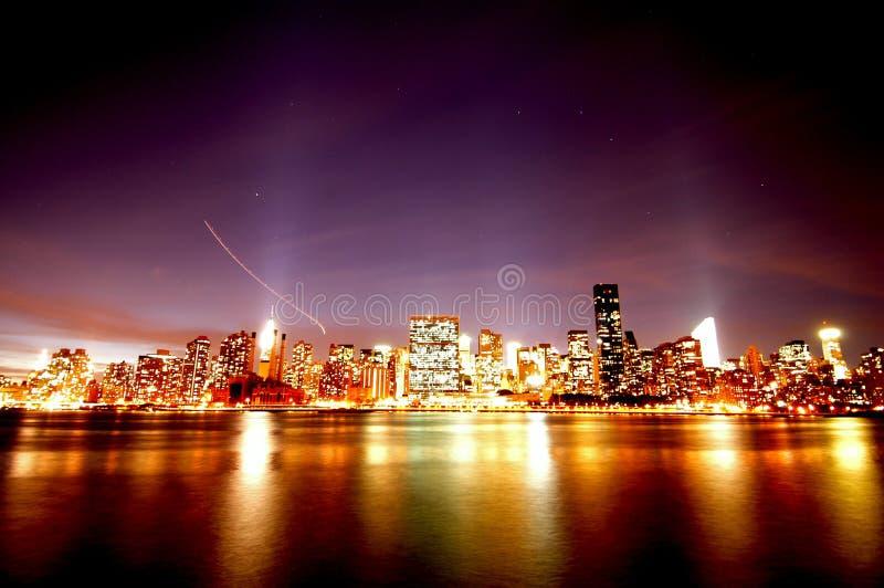 曼哈顿晚上地平线 免版税图库摄影