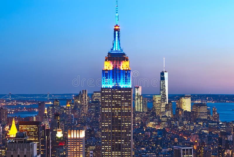 曼哈顿都市风景视图和帝国大厦在晚上 库存图片