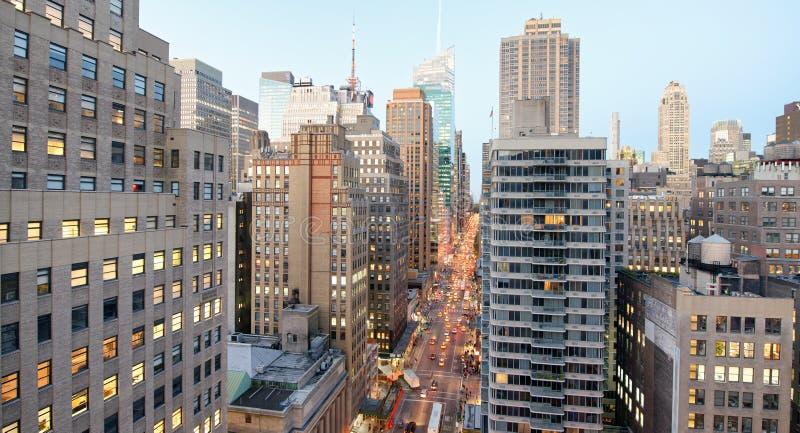 曼哈顿鸟瞰图从城市屋顶的 免版税库存照片
