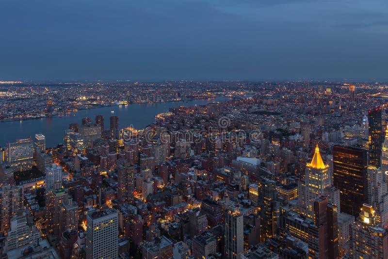 曼哈顿鸟瞰图在晚上,纽约 免版税库存图片